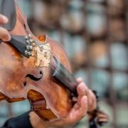 Występy muzyczne bliskich w czasie ślubu kościelnego - jak to zorganizować?