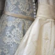 Suknie ślubne to nie tylko biel - zaszalejmy z kolorami!